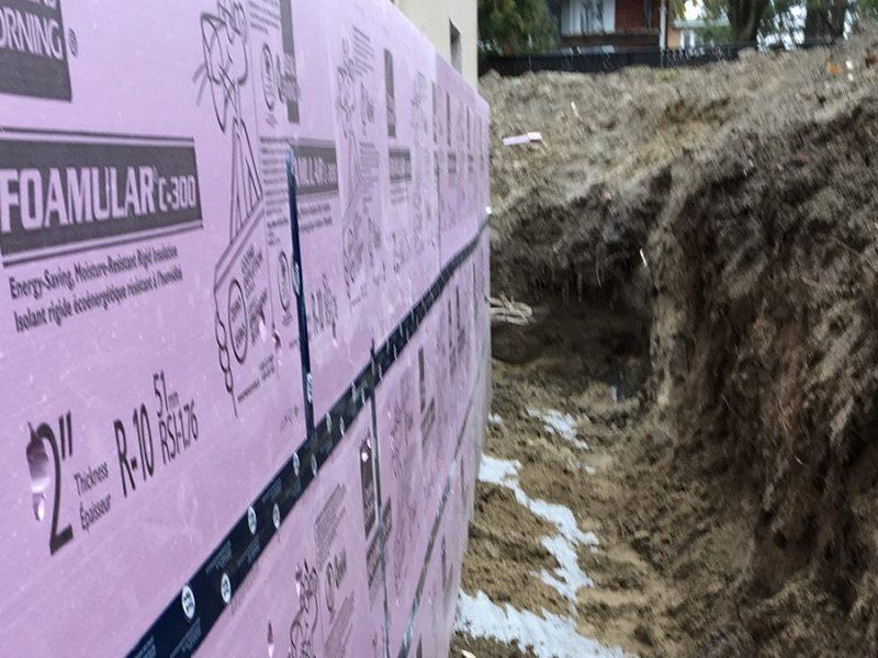 Mini-excavation autour d'un solage à Terrebonne